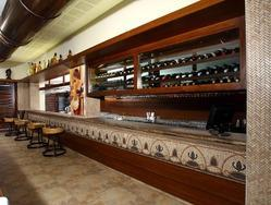Bar Counter with Wall Mounting  Wine Chiller