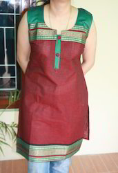 Maroon+Sleeveless+Kurti+with+Contrast+Border+on+Front