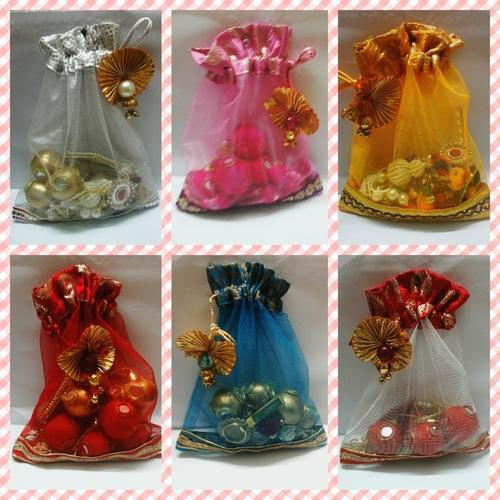 Wedding Gift For 500 Rs : Designer Gift Pouches at Rs 35 /piece Handmade Gift Pouches - Jyoti ...