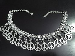 white metal fashion necklace