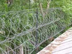 Fixing of Pyramid Fencing Wire