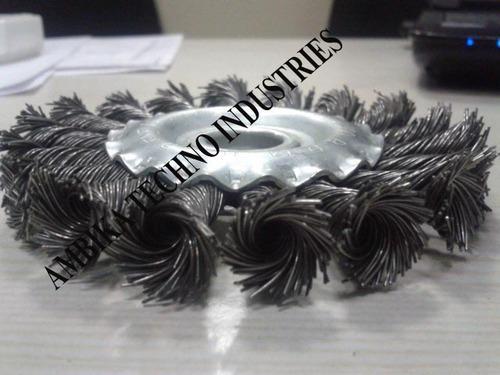 Twisted Knotted Wire Brush