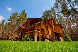 traditional round log homes