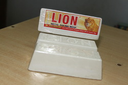 Aluminium%20Polishing%20Compound%20-%20Lion%20White
