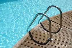 swimming pool cleaning liquid and tcca