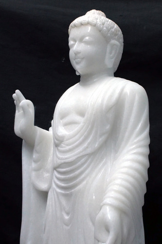 Enchating Lord Buddha