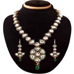 Vintage Fashion Necklace Jewelry Set
