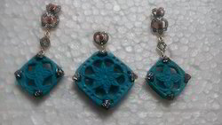 Stylish Turquoise Carved Stone Earring