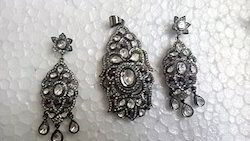 Antique and Elegant Pendant Set in Ruthenium Silver