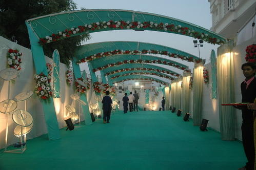 Royal rich look theme wedding entrance decoration manufacturer wedding entrance decoration junglespirit Image collections