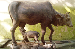 Innovative+Wooden+Statue+-+Cow+And+Calf