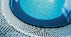 overflow type swimming pool