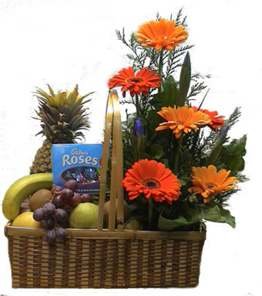 Durga Puja Gifts - Fruits Basket with Bouquet Service Provider from Patna
