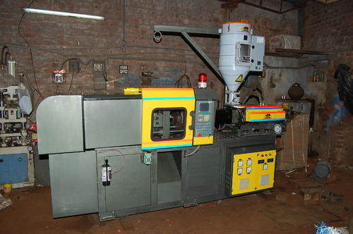 Microprocessor Controlled Plastic Injection Moulding Machine