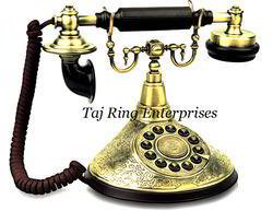 antique table top telephone