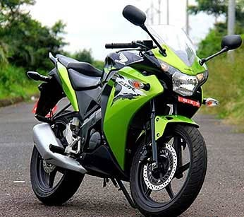 линейка мотоциклов honda cbr 150 фото