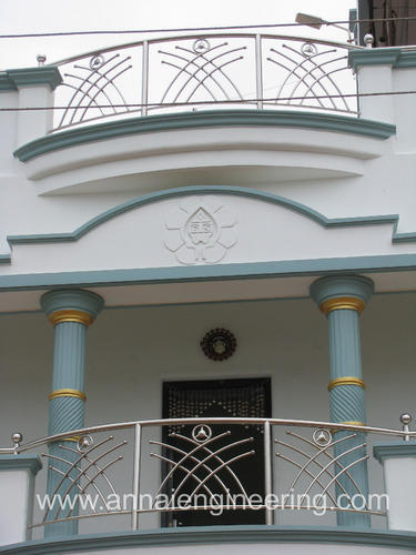 Balcony railings stainless steel balcony railing for Balcony steel railing designs pictures