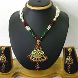 Traditional Kundan Pendant Jewelry Set