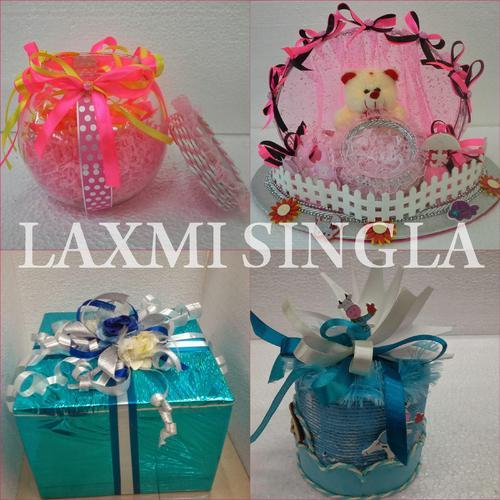 return gift at baby shower at rs 1200 piece baby shower favor id