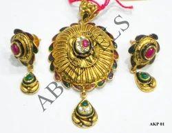 Antique Kundan Pendant