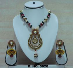 Exclusive Ushape Pearl Pendant Set