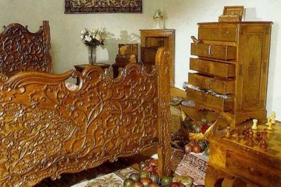 Kashmiri Handicrafts Walnut Wood Carving Exporter From Srinagar