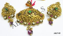 antique kundan pendant gold
