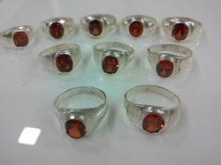 White Metal Gomed Ring