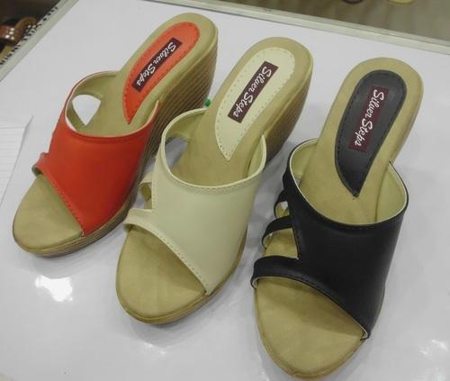 28a3248fb60 Casual Ladies Sandals - Designer Casual Ladies Sandals Manufacturer ...