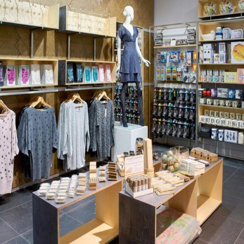 Best Shop Interior Designing Small Shop Interior Professionals Contractors Designer Decorator In India