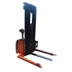 Electric Stacker _ Battery Stacker