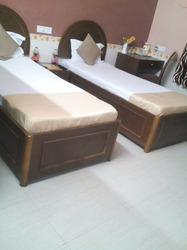 Deluxe Twin Bed A.C Room