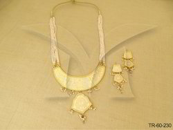 Flower Leaf Chand With Thewa Pendant