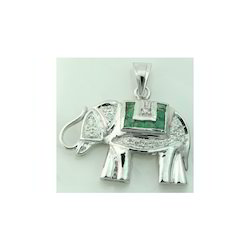 Emerald Light Weight Elephant In White Gold Pendant