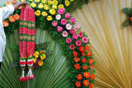 Mehndi Flower Garlands : Rose petal garlands fresh flowers plants trees madurai