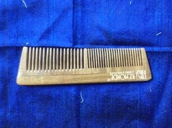 10-20 gm Wood Comb