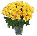 25 Yellow Roses In Glass Vase