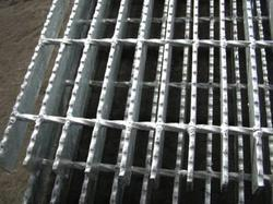 Surrated Gratings