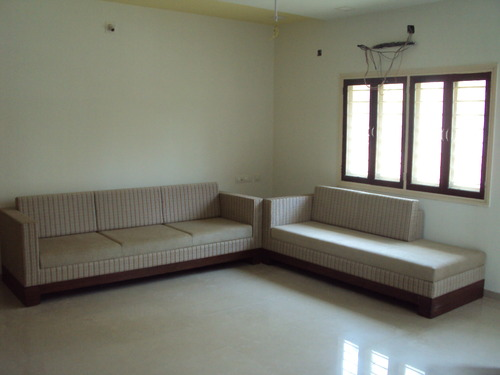 Elegant Sofa With Coutch