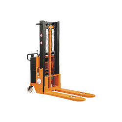 Hydraulic Fork Lift Stacker Repairing
