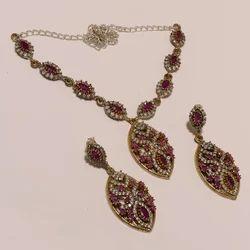 Trandy Necklace Set