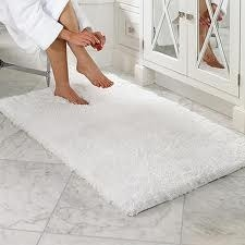 We Offer Wide Collection Of White Bath Mats Which Are Perfect To Be Placed In Bathrooms As They Absorb The Excess Water These Light