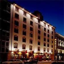 Deluxe Hotels