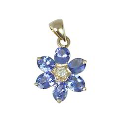 Tanzanite Oval Flower Gold Pendant