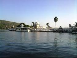Lake Pichhola Tours