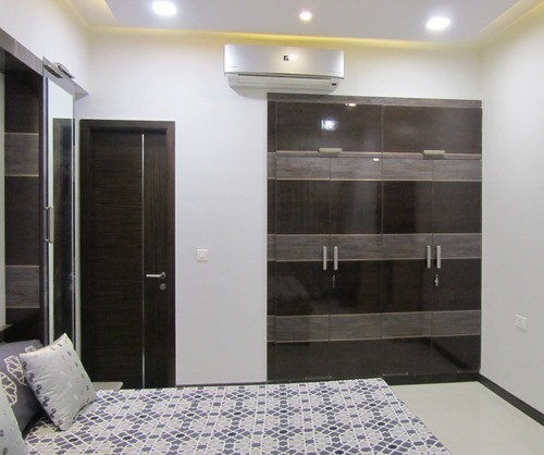 Wardrobe designs for master bedroom indian bedroom and for Bedroom designs with tv and wardrobe