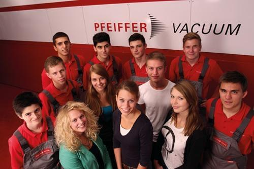 New Trainees And Studiumplus Students Starting Their Careers At Pfeiffer Vacuum
