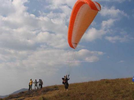 Paragliding Training in Eroor, Kochi | ID: 6867396948