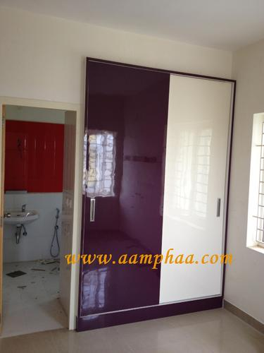 Sliding wardrobe designs for bedroom with dressing table for Sunmica door design catalogue