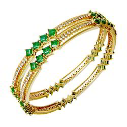 Emerald Yellow Gold Bangle for Ladies